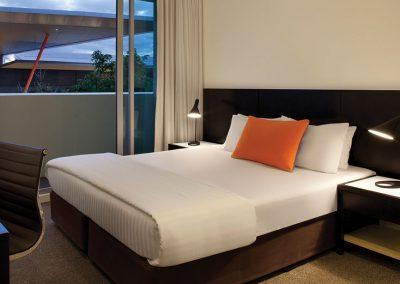 adina-apartment-hotel-perth-studio-bedroom-king-2015